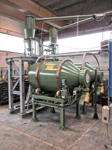 Natural and synthetic rubber grinder with bales lifting device
